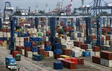 艾尔朗卡部长:印尼经济在疫情中积极增长